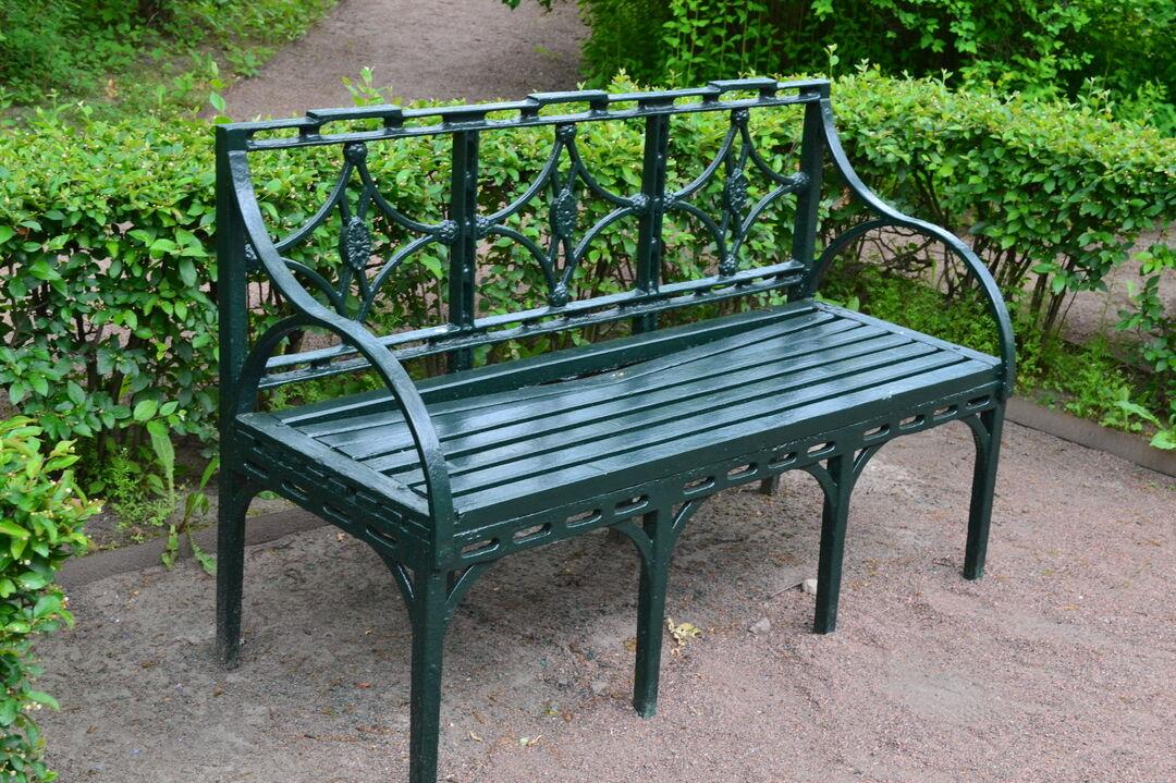 железные скамейки фото дотик візерунка жіночої